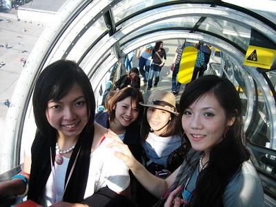 龐畢度有名的透明電扶梯