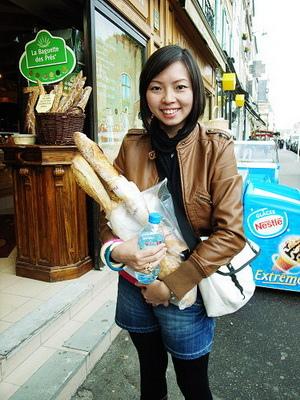 這裡買麵包不給袋子的,夢想中的牛皮紙袋裝法國麵包幻滅