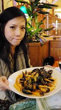 張艷遇每天都很餓...好不容易吃到大餐