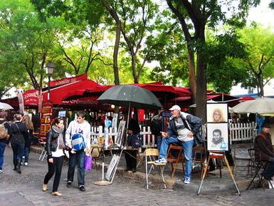 畫家滿地的小丘廣場