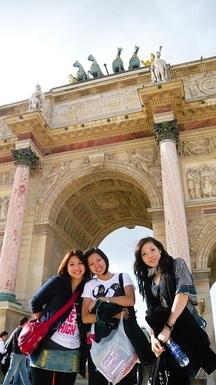 羅浮宮前面的卡塞爾凱旋門