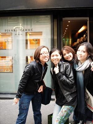 怡文帶我們去最有名的馬卡哄專賣店