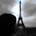 背影與鐵塔