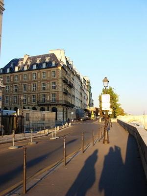 旁邊就是巴黎古監獄