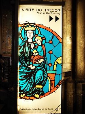 聖母懷抱聖子是聖母院的標誌