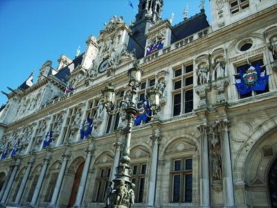 我們在走到巴黎市政廳