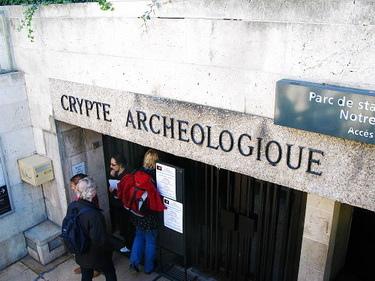 下到聖母院廣場的地下遺蹟參觀,這裡可以使用Musées pass