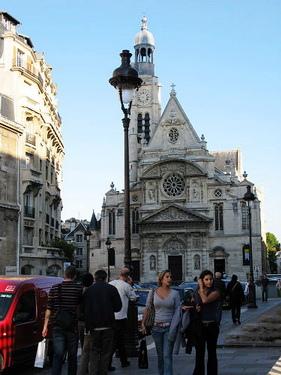 巴黎很多很漂亮的教堂..但很多我們都搞不清楚叫啥