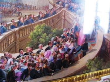 看出來這是哪了嗎?這是剛進來的馬蹄形階梯,這是好像是迎娶皇后的畫面