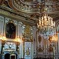寶座殿等於國王辦公室,中間畫的是路易13