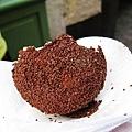 這是我花2.5€買來的超甜巧克力糖霜球