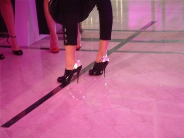 重點是鞋子的高度=.=