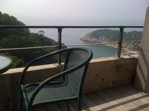 從陽台就可以看到海,好舒服!