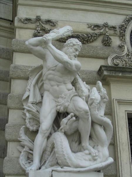聖米歇爾門旁的雕像