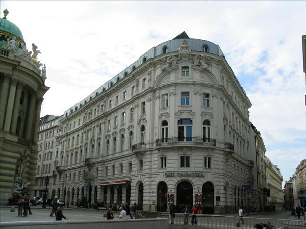 聖米歇爾廣場附近的建築物