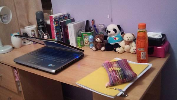 我整齐的桌子 ;]