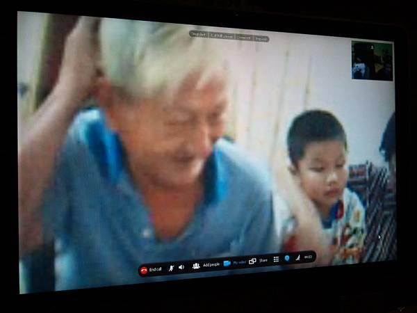我亲爱的爷爷 堂弟 婆婆 我正想在马来西亚的他们呢!