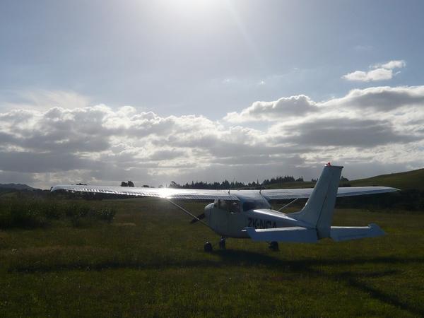 夕陽中的小飛機