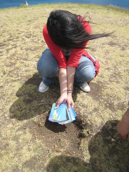 找不到傳說中紐西蘭最北角的郵筒,忘了是誰叫我用這土坑將就將就= =