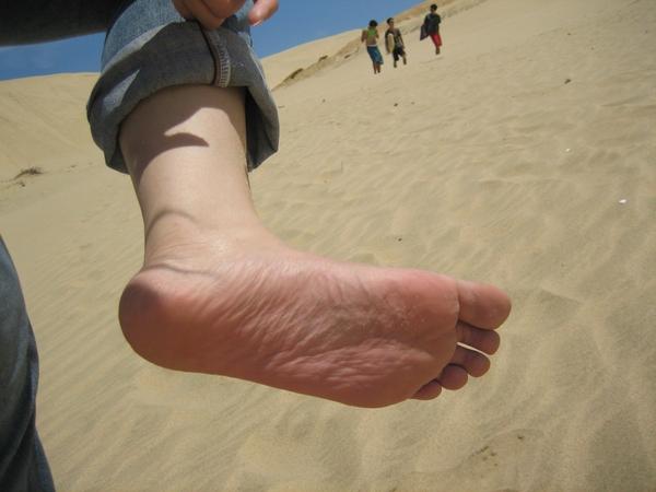 腳底被熱情的沙漠燙紅了