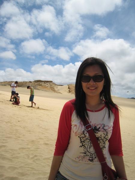 女打仔再度現身於荒涼沙漠