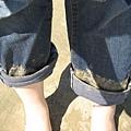 褲腳還裝了不少紀念品