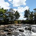 彩虹瀑布頂部溪流一景