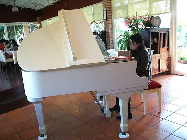 假日鋼琴演奏
