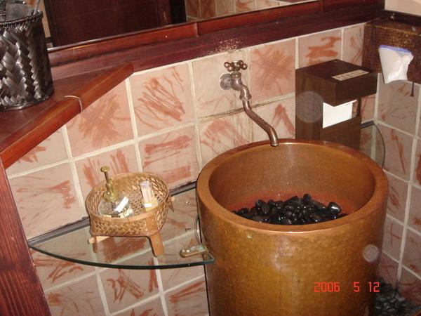 天婦羅店的洗手間還真漂亮啊!!