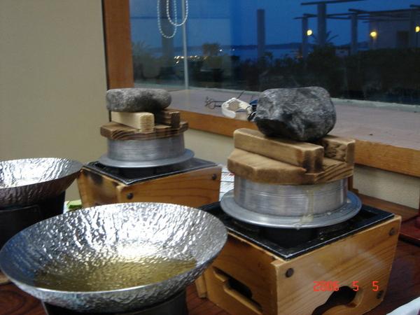 左邊那鍋要煮海鮮火鍋的唷!