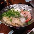 海鮮鍋還滿好吃的ㄋㄟ !