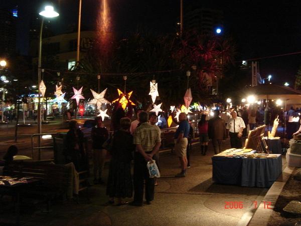 賣星星燈的攤販...