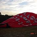 熱氣球升空的大草坪