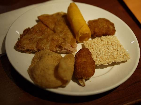 泰市場~月亮蝦餅、蝦片、炸蟹腳、米香、馬蹄條