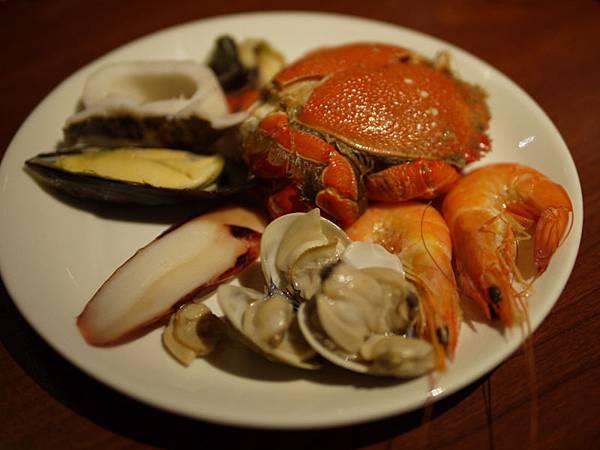 泰市場~象拔蚌、花枝、白蝦、扇貝