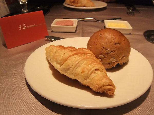 法式牛角麵包&德國麵包, 附綜合肝醬和奶油...