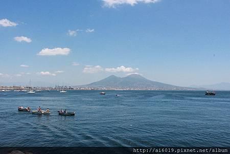 遠眺維蘇威火山與龐貝城