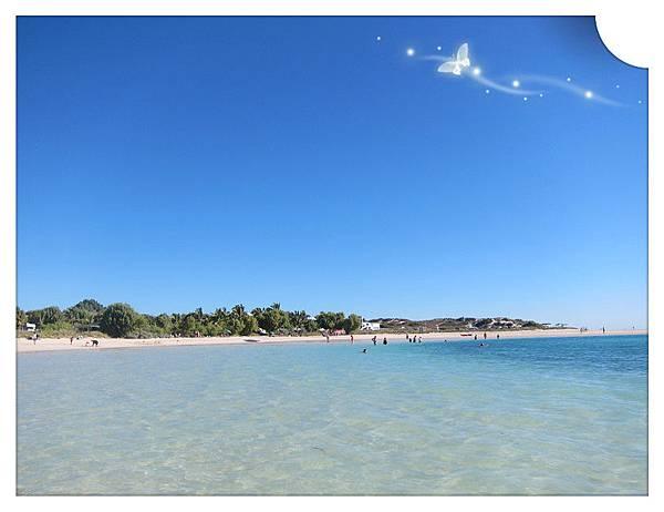 Coral Bay 從遠方照沙灘地