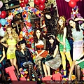 131129-snsd-love-and-peace-cover2.jpg