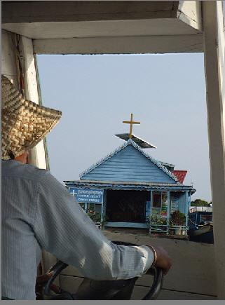 遊洞里薩湖-水上教堂