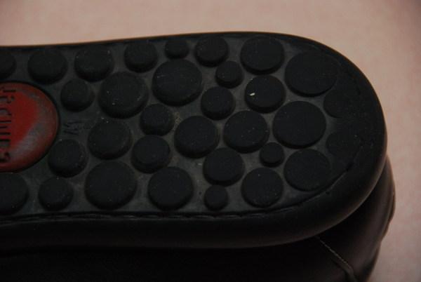 鞋底容易磨損