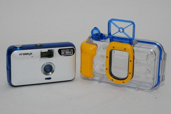 其實就是一台傻瓜相機+潛水殼