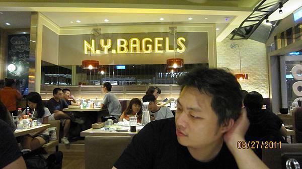 結束後又跟阿璋去吃N. Y. Bagels