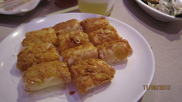 裡面包的是鳳梨 蝦仁