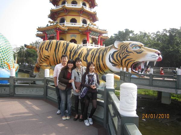 請香港觀光客幫忙拍