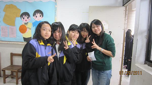 害羞的女同學