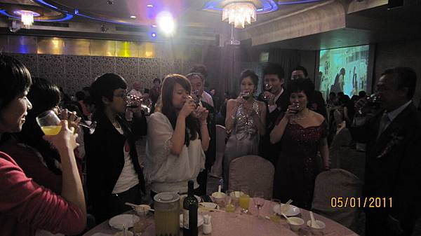 新娘子要來敬酒了