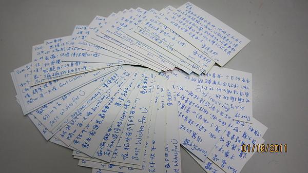 用心準備寫了33張小卡給學生