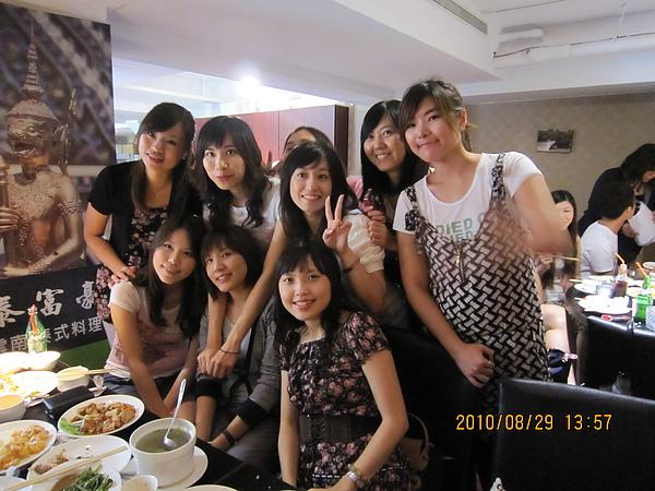 今天來了23人 去東區的泰富豪吃到飽的泰式料理店