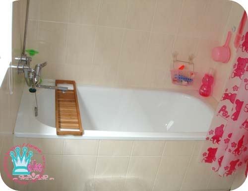 泡澡區(浴缸有點醜,請見諒呀~)